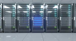 Het grote High-tech Centrum van Servergegevens met Weerspiegelende Vloer en EEN Royalty-vrije Stock Foto's