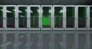 Het grote High-tech Centrum van Servergegevens met Weerspiegelende Vloer en EEN Stock Foto