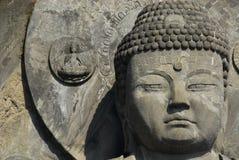 Het grote hoofd en de halo van Boedha Royalty-vrije Stock Foto's