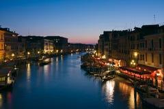Het grote Kanaal bij schemer in Venetië royalty-vrije stock foto