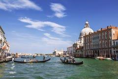 Het Grote kanaal met drijvende gondels, Venetië Royalty-vrije Stock Fotografie