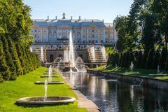 Het grote Kanaal (van Samson) in Peterhof royalty-vrije stock foto's
