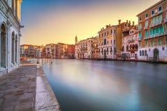 Het grote kanaal van Venetië bij zonsopgang Lange Blootstelling Italië Stock Afbeeldingen