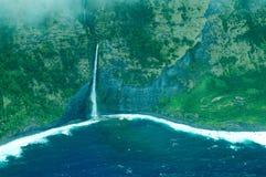 Het grote luchtschot van het Eiland - kustwatervallen Stock Foto's