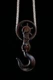 Het grote metaalhaak hangen op kabel Stock Foto