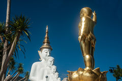 Het grote openluchtstandbeeld van Boedha op Wat Pha Sorn Kaew-tempel royalty-vrije stock afbeeldingen