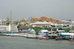 Het Grote Paleis van de mening van de Rivier Bangkok van Chao Phraya stock foto