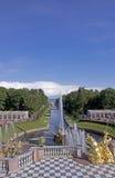 Het Grote Peterhof-Paleis en de Grote Cascade in St. Petersburg, Rusland Royalty-vrije Stock Afbeeldingen