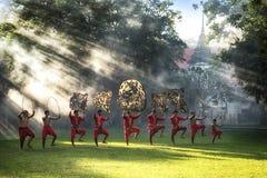 Het grote Schaduwspel wordt uitgevoerd in Wat Khanon stock afbeelding