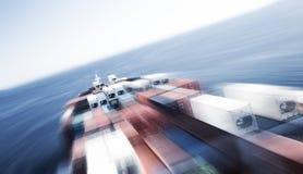 Het grote schip van het containerschip en de horizon, motieonduidelijk beeld Stock Afbeeldingen