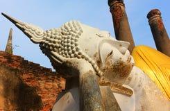 Het grote standbeeld van Boedha in de oude tempel Wat Phra Sri Sanphet, oud Royal Palace Ayutthaya, Thailand stock afbeeldingen