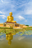 Het grote standbeeld van Luang Phor Thuad in Ang Thong, Thailand Royalty-vrije Stock Afbeeldingen