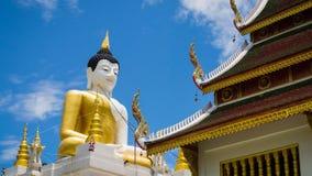 Het grote Standbeeld Wat PaHa Temple Of ChiangMai, Thailand van Boedha (Tijdtijdspanne) stock footage