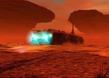 Het grote voertuig drijven op de oppervlakte van Mars Stock Fotografie
