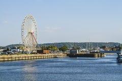Het grote wiel in de haven stock fotografie