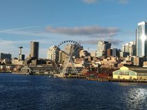 Het grote wiel van Seattle en de stadshorizon Royalty-vrije Stock Afbeeldingen