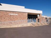 Het gymnasiumingang van de school stock afbeeldingen