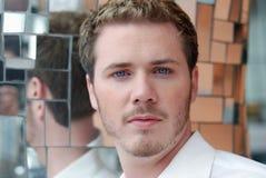 Het haarmens van de blonde met blauwe ogen Stock Afbeeldingen