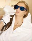 Het haarverwijdering van de laser in professionele studio. royalty-vrije stock foto's