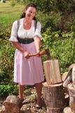Het hakkende hout van de landbouwer Stock Afbeelding