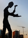 Het hameren van het Beeldhouwwerk van de Mens in Frankfurt Royalty-vrije Stock Afbeelding