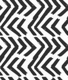 Het hand getrokken vector abstracte ruwe geometrische zwart-wit naadloze patroon van de zigzagchevron in zwart-witte kleuren Hand royalty-vrije illustratie