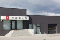 Het handel drijven van Tesla-auto's in Aarhus Stock Afbeelding