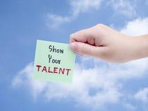 het handschrift van de vrouwengreep toont Uw Talent Stock Afbeeldingen