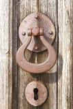 Het handvat en het sleutelgat van de deur Stock Foto's