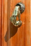 Het handvat van de originele deur in de vorm van een hand Royalty-vrije Stock Fotografie