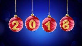Het hangen 2018 het aantal schittert Kerstmisballen op sneeuw blauwe achtergrond Stock Fotografie