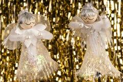 Het hangen de engelen en het klatergoud van Kerstmis. Royalty-vrije Stock Afbeelding