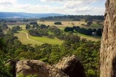 Het hangen de mening van het rotsvooruitzicht, Australië Stock Foto's
