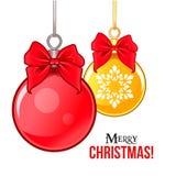 Het hangen rood en gouden Kerstmis en Nieuwjaar Royalty-vrije Stock Foto's