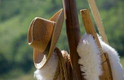Het hangen van cowboyHat op houten post Royalty-vrije Stock Fotografie