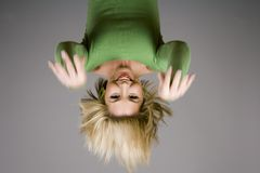 Het Hangen van de blonde Stock Foto's