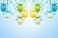Het hangen van gekleurde paaseieren op de blauwe achtergrond stock illustratie