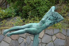 Het Hangende Vrouwenbeeldhouwwerk in Millesgarden, Stockholm stock foto's