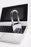 Het hangslot op laptop Stock Fotografie