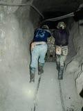 Het harde werk in zilveren mijnen stock foto