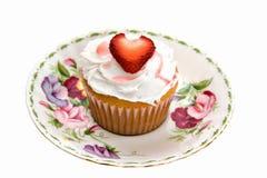 Het Hart Cupcake van de aardbei Royalty-vrije Stock Afbeeldingen