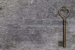 Het hart gaf uitstekende sleutel gestalte Stock Afbeeldingen
