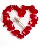 Het hart van bloemblaadjes met lippenstift Royalty-vrije Stock Afbeelding