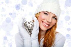 Het hart van de de holdingsvalentijnskaart van het meisje dat op sparklin wordt geïsoleerdd Stock Afbeeldingen
