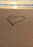 Het Hart van de liefde op het strand royalty-vrije stock afbeeldingen