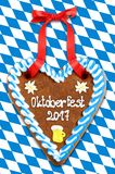 Het hart 2017 van de Oktoberfestpeperkoek op witte blauwe Beierse vlag B Royalty-vrije Stock Afbeelding