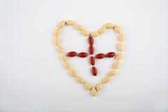 Het hart van de pil met kruis Royalty-vrije Stock Foto's