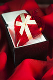 Het Hart van de valentijnskaart op een doos Royalty-vrije Stock Foto