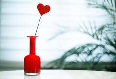het hart van de valentijnskaartdag stock foto's