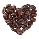 Het hart van koffiebonen op witte dichte omhooggaand wordt geïsoleerd die als achtergrond stock foto's